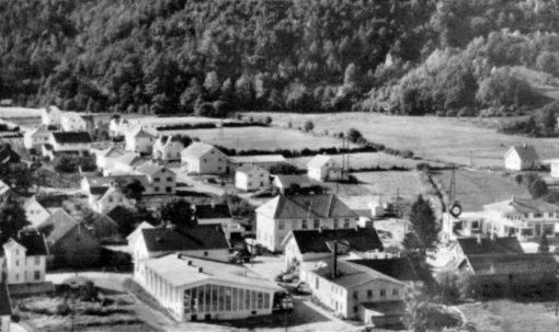Vigeland sentrum i begynnelsen av 1960-årene. Lindesnes bygdemuseum.