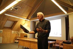 Nils Reidar Christensen leser fra brev