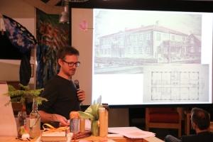 Tormod Engebu fra IKAVA forteller om 25-års historien til arkivet.