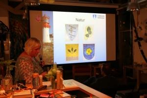 Monica Friberg Nilsen fra arkivtjenesten i Lindesnes kommune forteller om historikken bak valg av kommunevåpen for Lindesnes kommune.