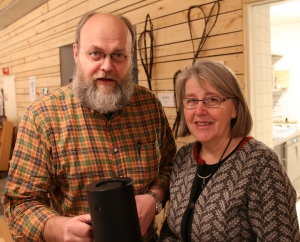 Det ble en hyggelig og interessant kveld med mye god og lun humor fra Ådne. Her med Aud Syrdal Skjærstad som hadde invitert ham.